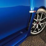 スバル新型「WRX STI」のフェンダーは穴開きだ!
