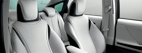 トヨタ「ミライ」シート画像、シートのデザインは素晴らしい座り心地が良さそうでそれでいて今までに無かった形をしている、画像はメーカーサイトより拝借