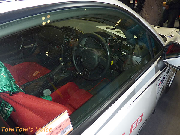 86ワンメーク車両のコックピット画像、ちょっと見にくいがこちらもきれいな仕上がりをしている、昔と異なり競技車もきれいに仕上げるようになった、レギュレーション上内装はほぼノーマルのようだ、