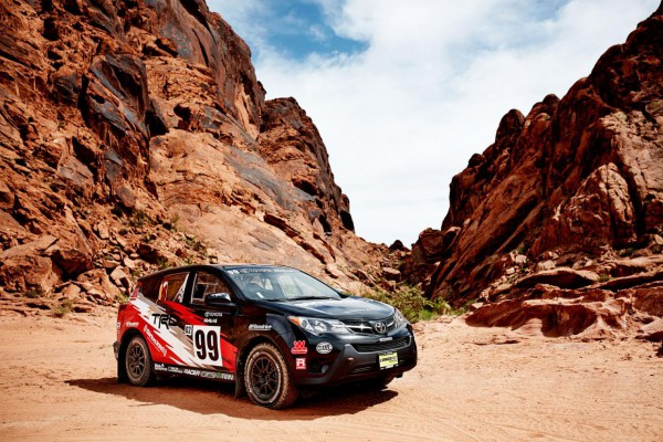新型RAV4ラリー仕様車フロント画像