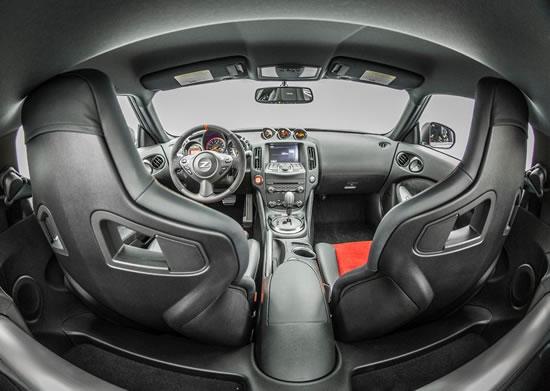 日産「370Z NISMO」コックピット画像