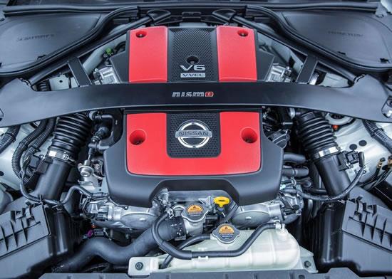 日産「370Z NISMO」エンジンルーム画像