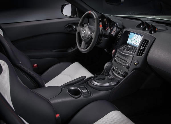 「370Z NISMO Roadster concept」のインパネ画像その2