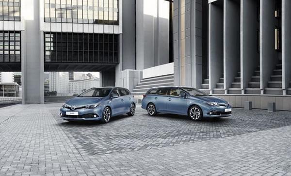 ヨーロッパでの新型オーリスはハッチバックとツーリングスポーツと言うワゴンの2本立て