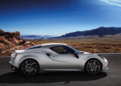 「Alfa Romeo 4C」のサイド画像