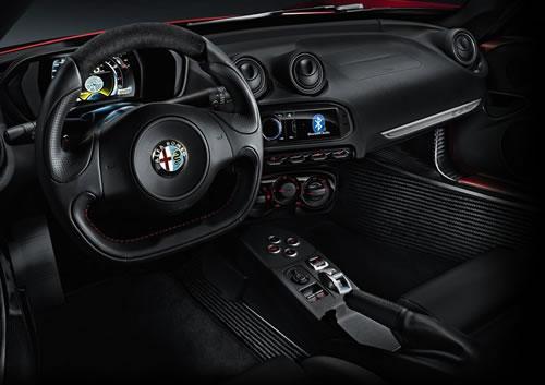 「Alfa Romeo 4C」のインパネ画像