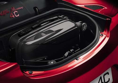 「Alfa Romeo 4C」のトランク画像