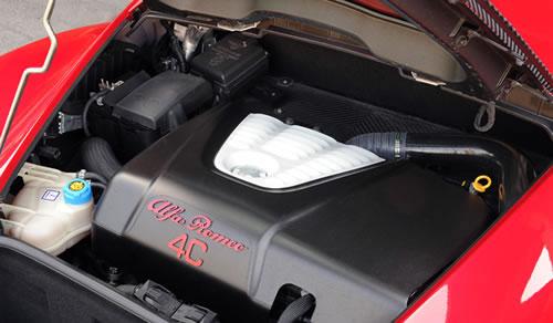 「Alfa Romeo 4C」のエンジンルーム画像