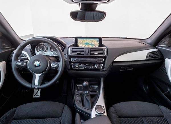 BMW新型M135iインパネ画像