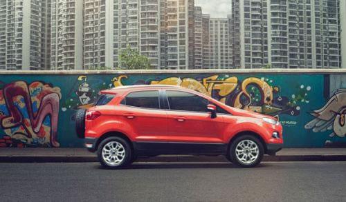 フォード新型「EcoSport」の横からの画像