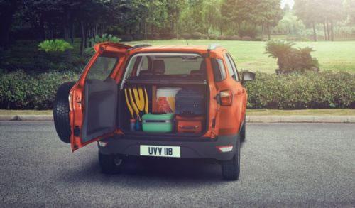 フォード新型「EcoSport」のリアゲートを開けた画像