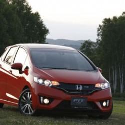 ホンダ新型「フィットハイブリッド」、続報 気になる燃費は36.4km/L