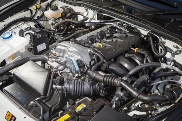 新型NDロードスターのエンジン画像
