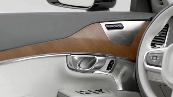 新型XC90の内装画像その1