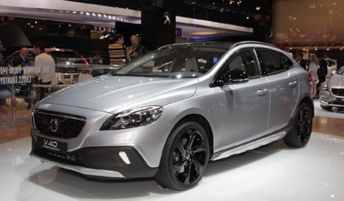 「V40 Cross Country」のフロント部分