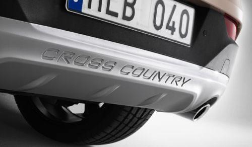 「V40 Cross Country」のリアのバンパー下のアップ