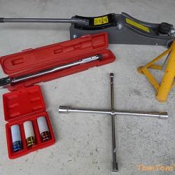 趣味の車弄りに必要な工具を揃える-その3:ホイールを脱着する作業の工具