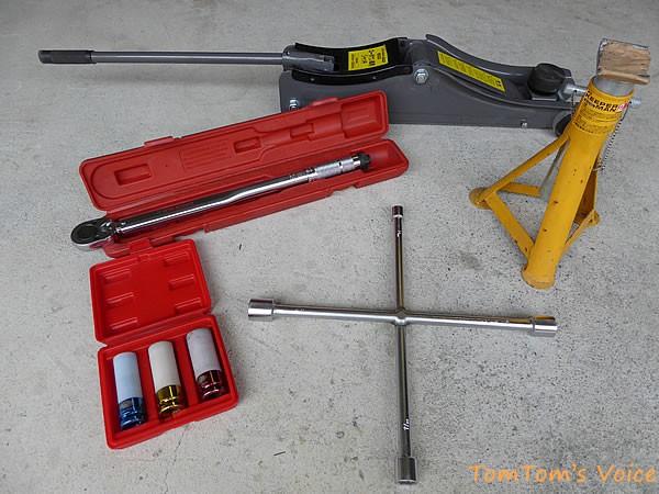 ホイールを外す際に必要となる工具類