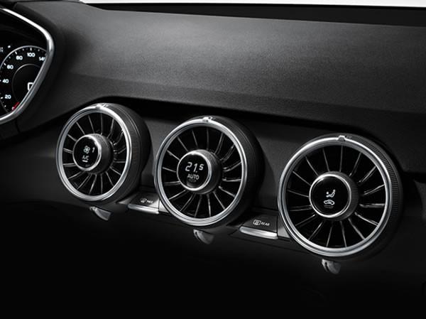 アウディ新型TTのエアコンコントロール画像