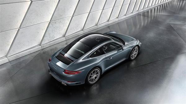 ポルシェ新型911の上方からのリア画像