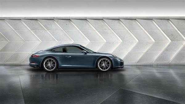 ポルシェ新型911のサイド画像