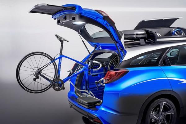 Civic Tourer Active Life conceptのリアゲートを開けたところ