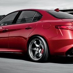 Alfa Romeo「Giulia Quadrifoglio」の詳細スペックが判明、外観はセダンだが中身はスーパーカーだ