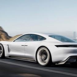 ポルシェ「Mission E」に見るスポーツカーの未来