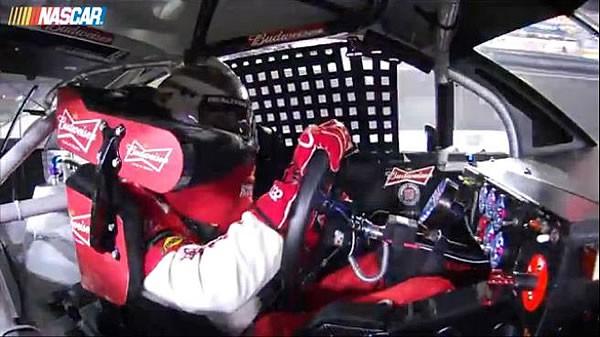 NASCAR Kevin Harvickのドライビングシーン