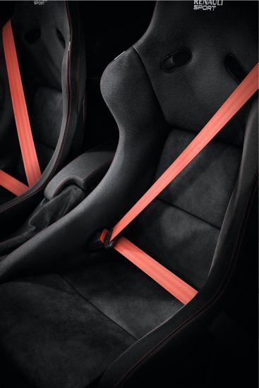 ルノー「メガーヌ RS 275 Trophy-R」のシート画像その2