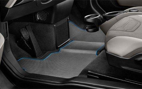 BMW i3のゴムのフロアマット