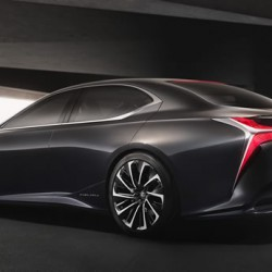レクサスLF-FCのデザイントレンドに思う 近未来的に見えるが保守的だ 東京モーターショー2015から