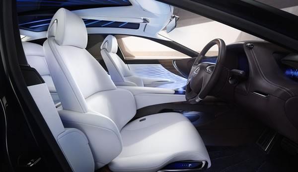 レクサスLF-FCの車内画像