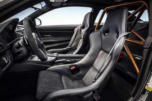 「M4 GTS」のシート画像