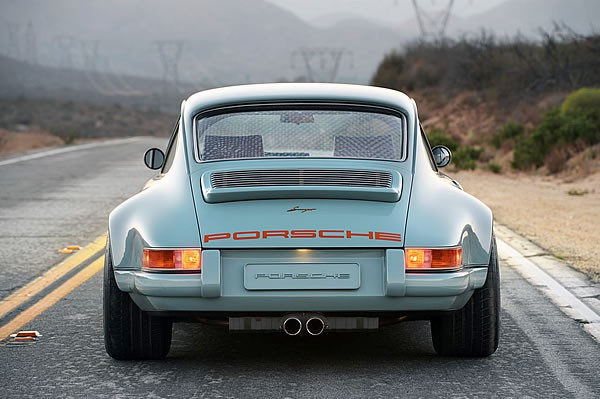 SINGER VEHICLE DESIGNの911リア画像その3