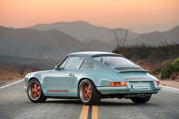 SINGER VEHICLE DESIGNの911リア画像その2