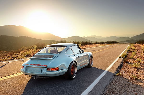 SINGER VEHICLE DESIGNの911リア画像