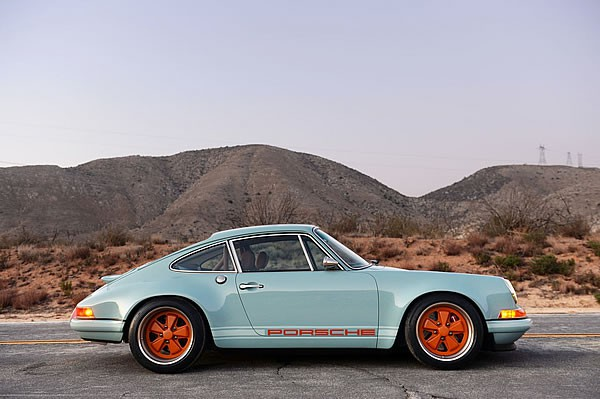 SINGER VEHICLE DESIGNの911サイド画像