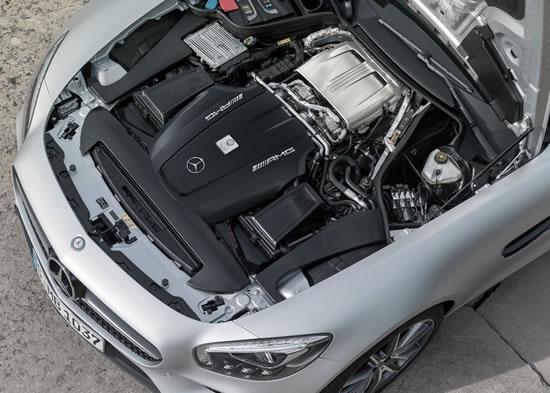 「AMG GT」のエンジンルーム画像