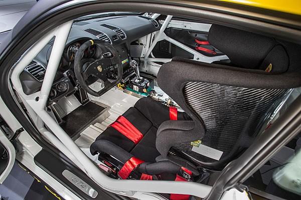 「Cayman GT4 Clubsport」のインパネ画像