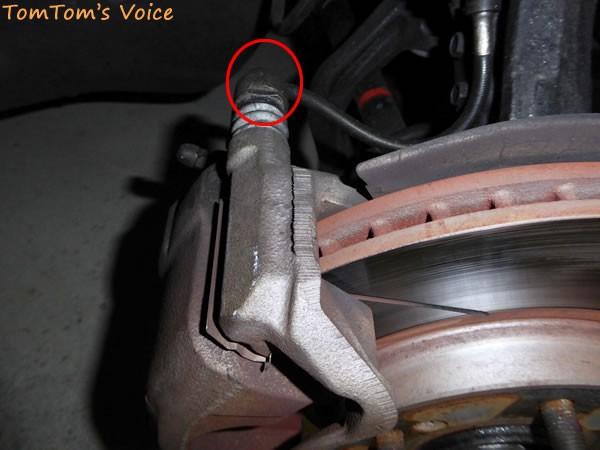 EK9のフロントブレーキキャリパーの固定ボルト