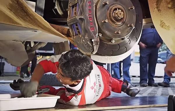 2015バハ・ポルタレグレ500でのアウトランダーPHEVのブレーキ画像