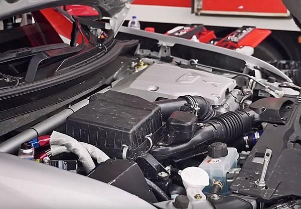 2015バハ・ポルタレグレ500でのアウトランダーPHEVのエンジン画像