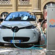 PalermoでのZOEカーシェアリングその1充電しているところ