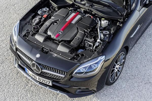 メルセデス新型SLCのエンジン画像