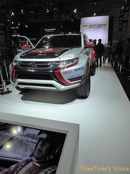 大阪モーター書2015に展示の三菱おアウトランダーPHEV競技車のサイド画像