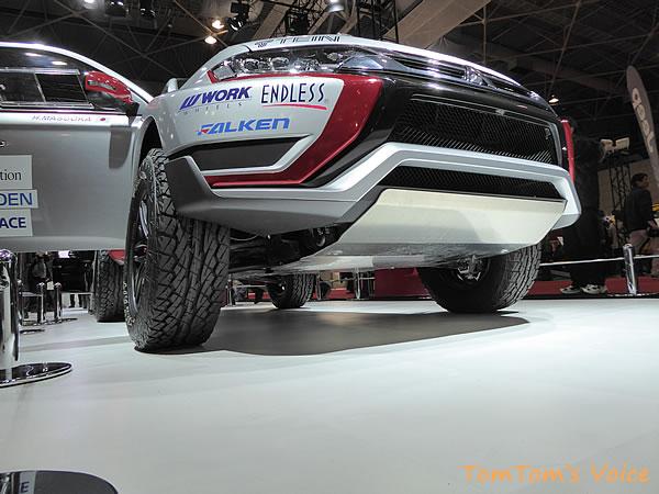 大阪モーター書2015に展示の三菱アウトランダーPHEV競技車のフロント下回り画像