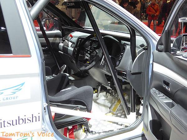 大阪モーター書2015に展示の三菱おアウトランダーPHEV競技車のインパネ画像