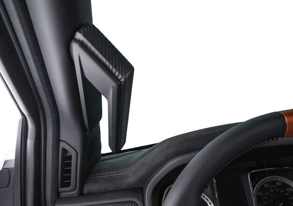 日産「TITAN Warrior Concept」のAピラーのグリップ画像