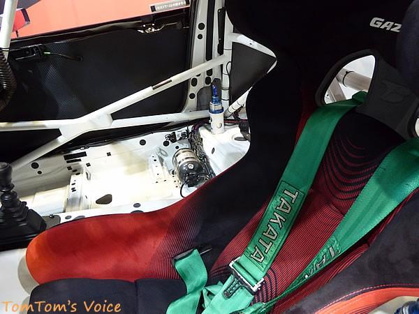 大阪オートメッセ2016でのトヨタGRMN86ニュル仕様車の助手席あたり画像